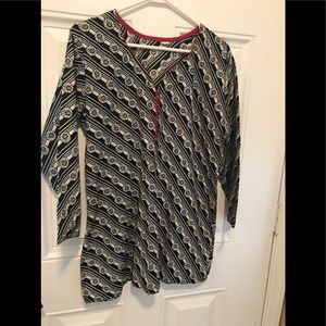 Tops - Cute Tunic top - Size Large - 3/4 sleeves